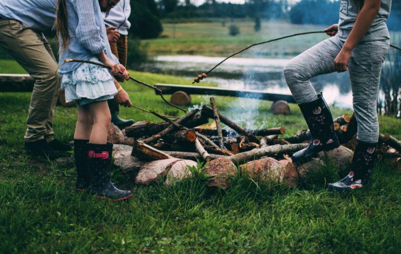 feu camping enfant