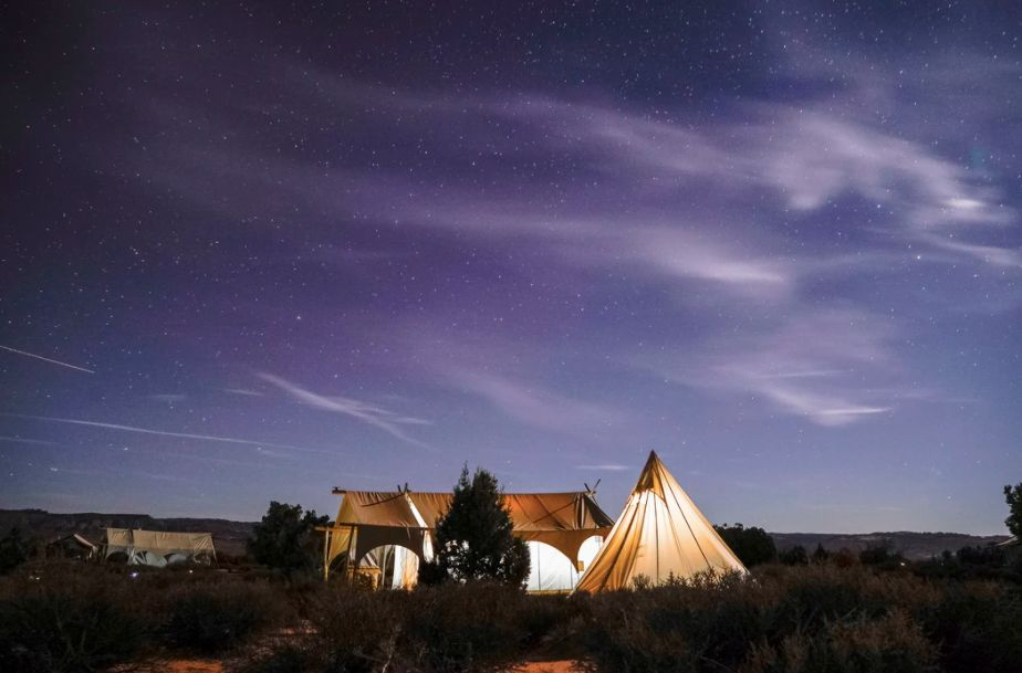beau camping sous les étoiles